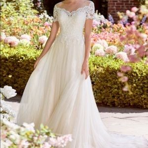 Wedding Dress- Designer Lace&Tulle Rebecca Ingram!